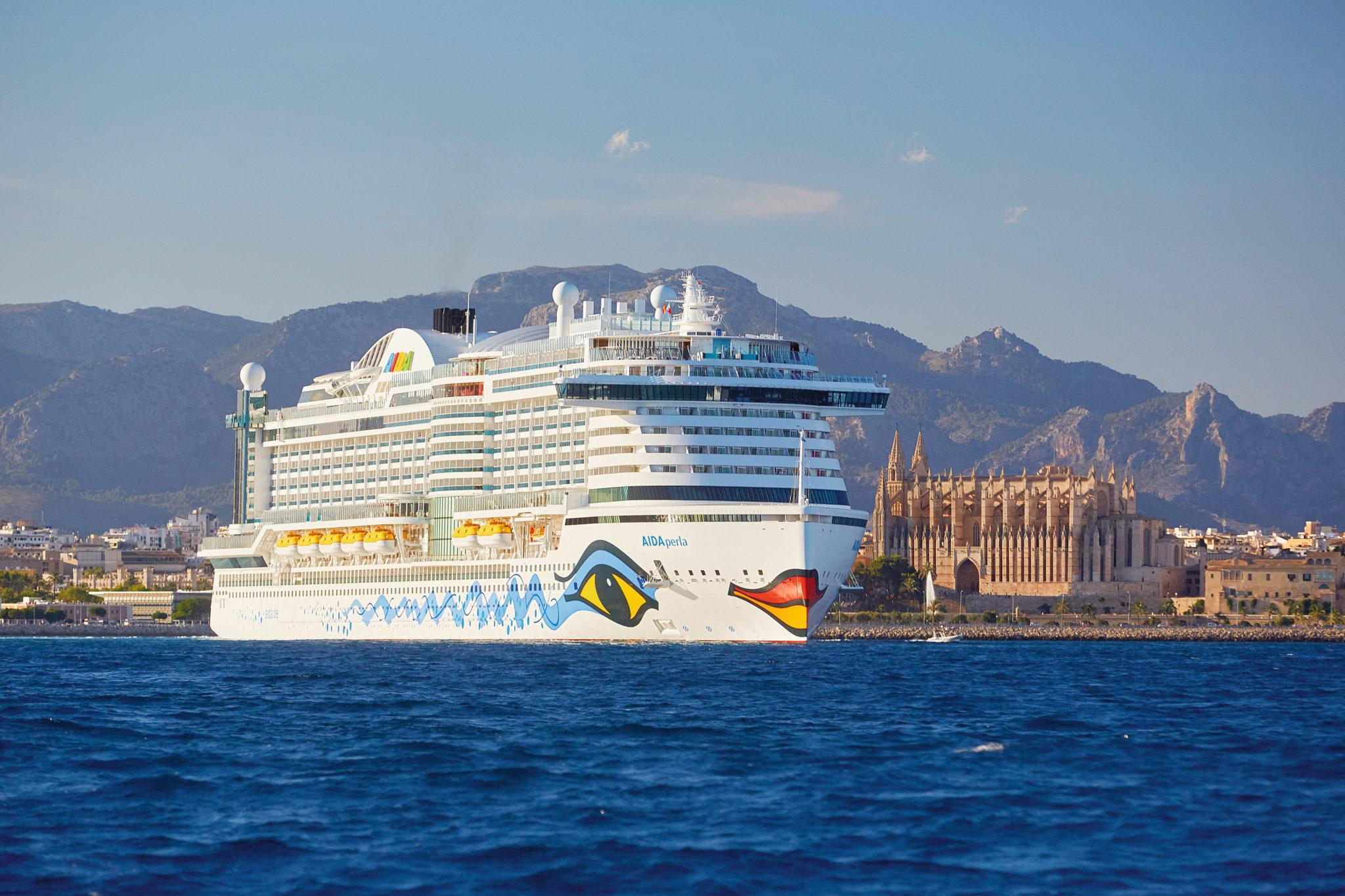AIDA Perla vor grandioser Kulisse Foto © AIDA Cruises