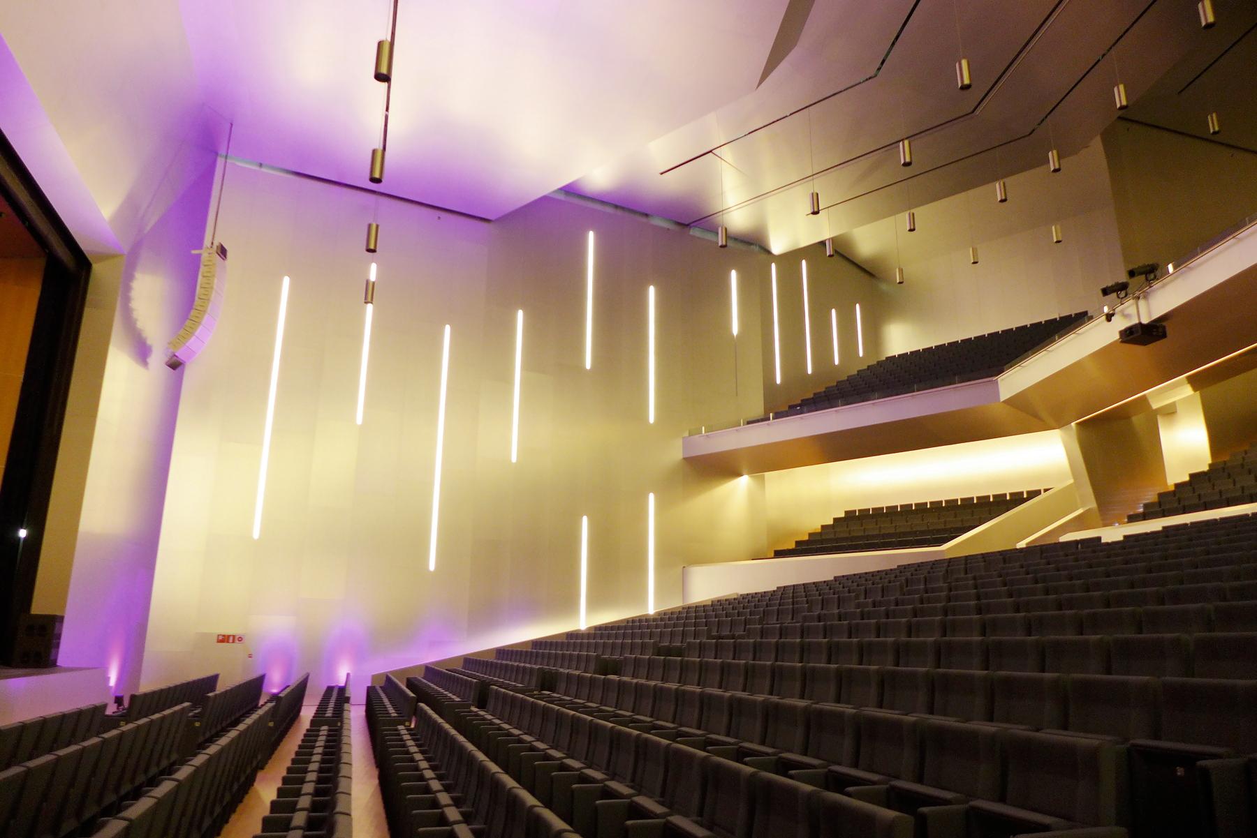 Die Architektur spielt außergewöhnlich mit Raum, Material und Licht // Fotos © myilands