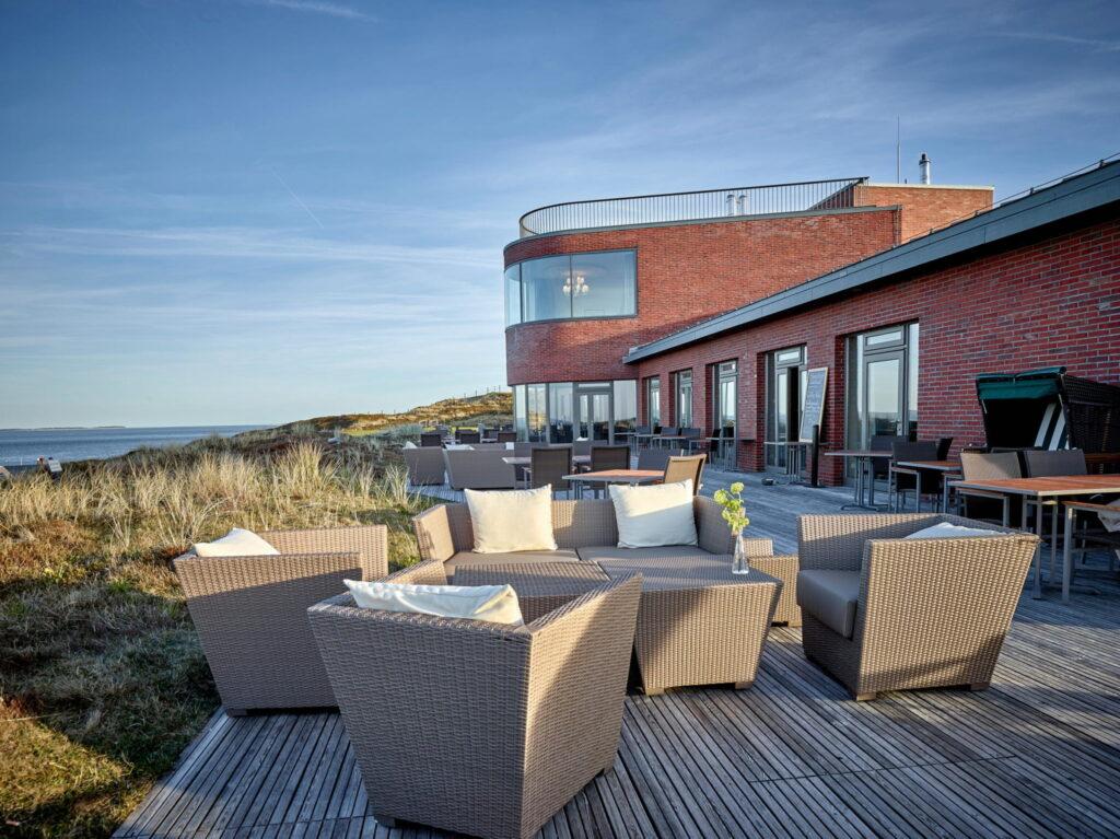 Das Strönholt – sylterisch für Strandgut – bietet inmitten der Dünen den passenden Rahmen für einen entspannten Aufenthalt